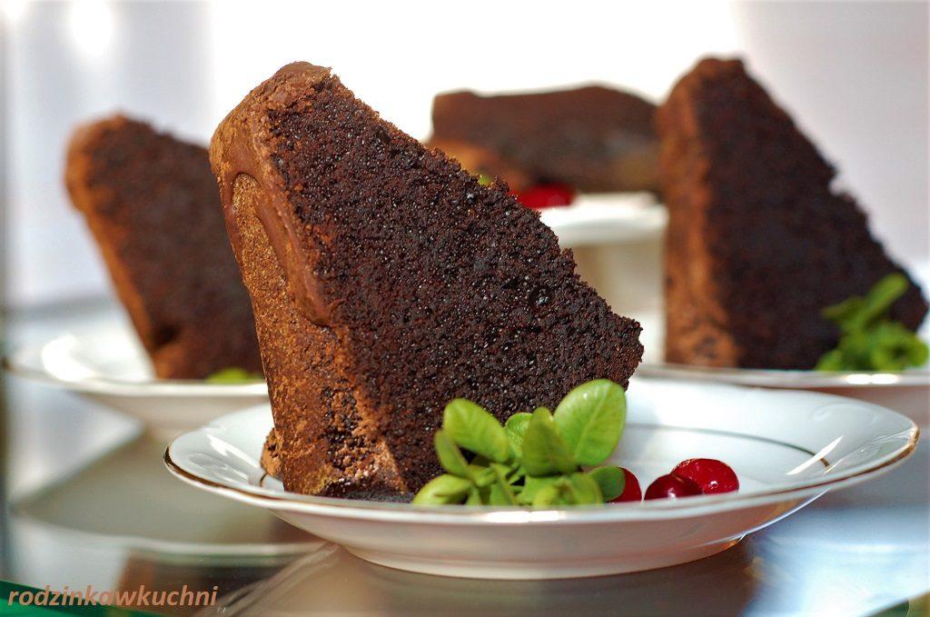 wilgotna babka czekoladowa, ucierana z polewą czekoladową