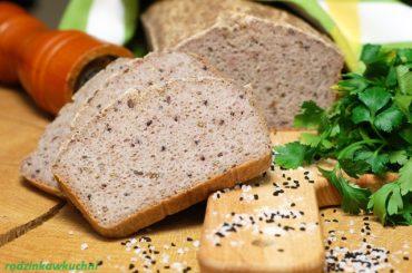 bezglutenowy chleb z kaszy gryczanej z dodatkiem czarnuszki