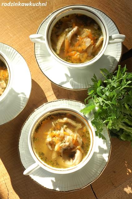 flaczki z boczniaków, wegetariańska zupa grzybowa