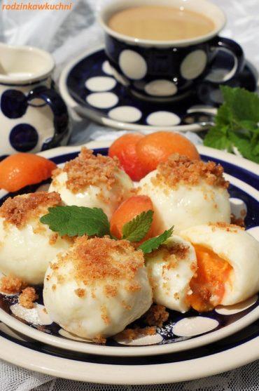 knedle serowo-ziemniaczane przepis podstawowy z morelami i bułką tartą