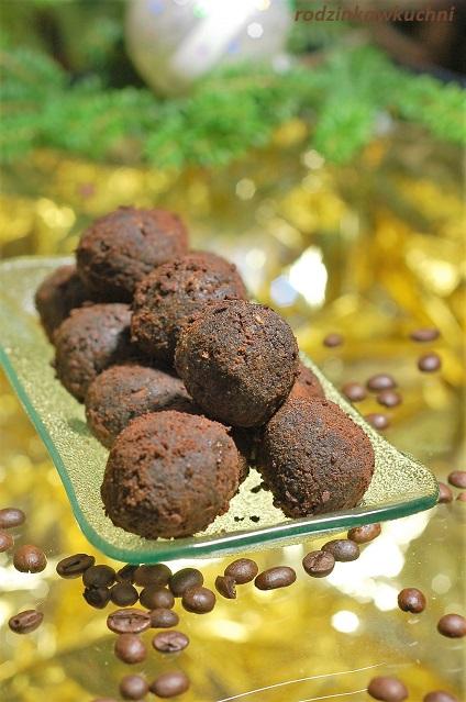 Kuleczki makowe otoczone startą czekoladą