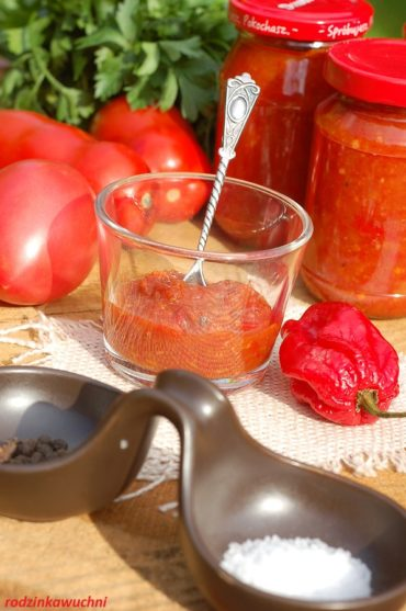 sos paprykowy Adżika