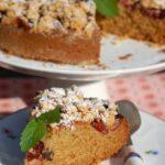 Ciasto owsiane ze śliwkami i kruszonką