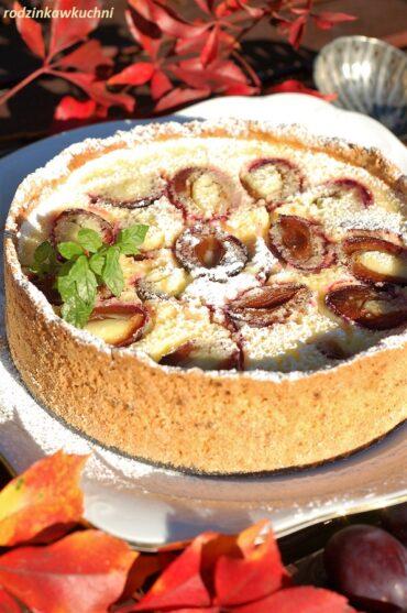 Tarta owsiana z kremem cytrynowym ze śliwkami