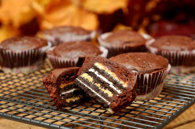babeczki w paski_babeczki amerykańskie_ciasto brownie_masło orzechowe_ciasteczka oreo