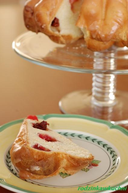 babka drożdżowa z wiśniami_ciasto drożdżowe_ciasto z owocami_Wielkanoc