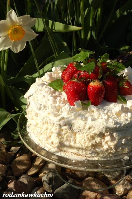 biały tort_tort Eton Mess_tort ucierany_tort z bezami_tort z truskawkami