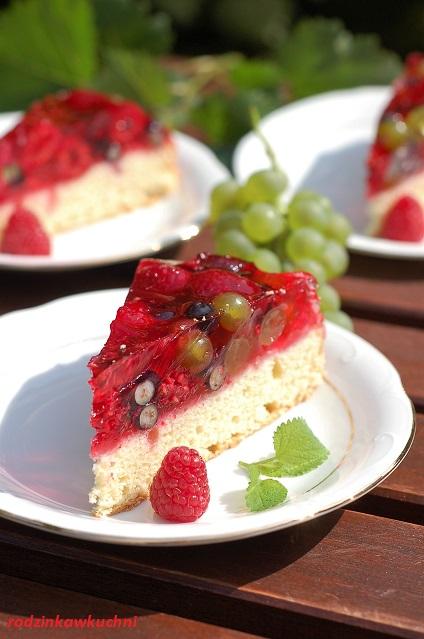 biszkopt z owocami i galaretką_lekkie ciasto_ciasto na lato