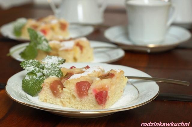 Błyskawiczne ciasto z rabarbarem_śmietankowiec_wiosenne