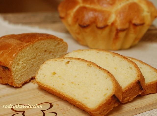 brioszka z musem czekoladowym z awokado_pieczywo domowe_pieczywo na drożdżach_bułka maślana_mus czekoladowy_pasta z awokado na słodko_pasta do chleba