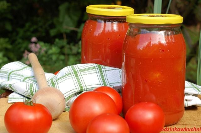 całe pomidory w przecierze_pomidory w przecierze pomidorowym na zime_domowe przetwory