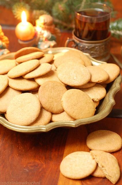 pierniczki całuski_ciasteczka korzenne_okrągłe ciasteczka_ciasteczka na Boże Narodzenie