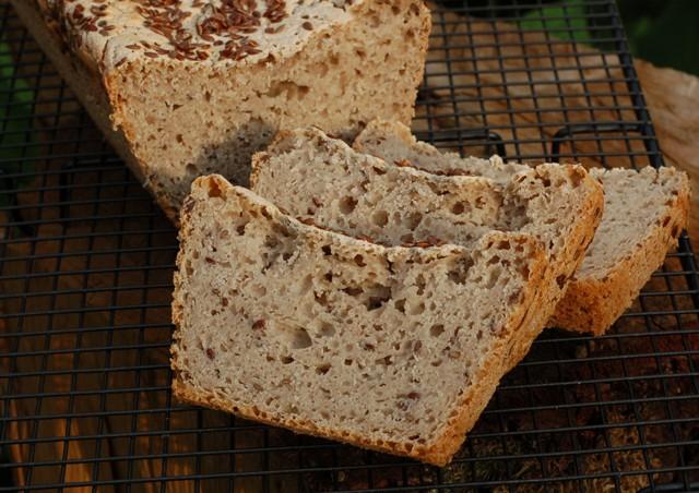 chleb gryczano-jaglany_chleb bezglutenowy_domowe pieczywo_chleb na drożdżach
