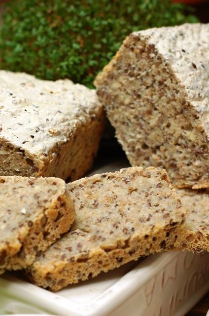 chleb ziarnisty na zakwasie_chleb na wieloziarnisty_domowe pieczywo