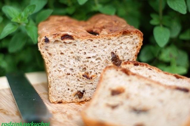 chleb żytni ze śliwkami_chleb na zakwasie_domowe pieczywo