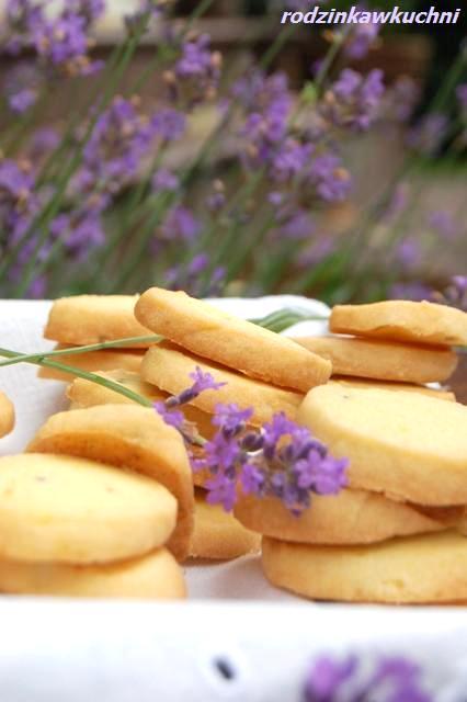 maślane ciasteczka lawendowe_kruche ciastka_kwiaty jadalne