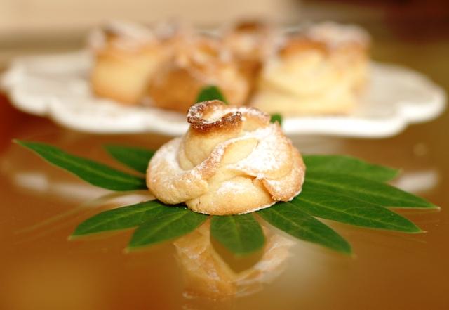kruche, maślane ciasteczka różyczki_kruche ciastka_zabawne wypieki_przepisy na kinder bal