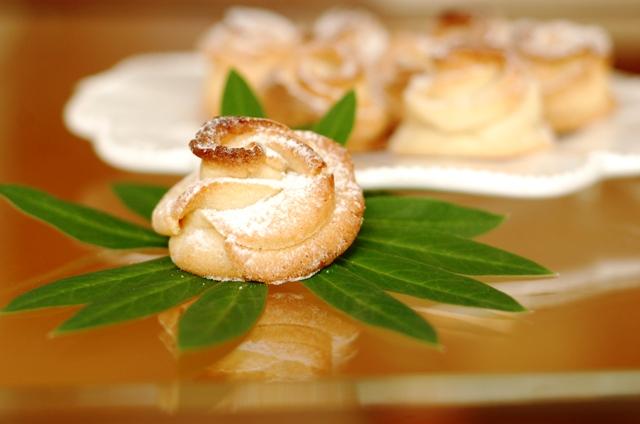 kruche maślane ciasteczka różyczki_zabawne wypieki_przepisy na kinder bal_kruche ciastka