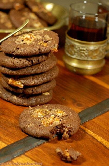 ciastka czekoladowe ze snickersami_ciastka czekoladowo-orzechowe_ciastka kruche_ciasteczka na Boże Narodzenie