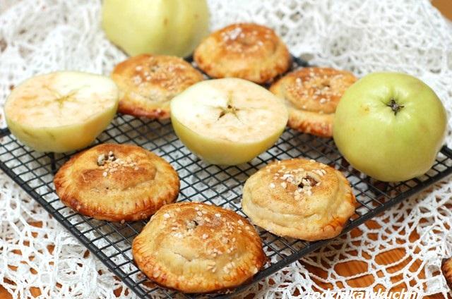 ciastka z jabłkami_małe jabłeczniki_minitarty z jabłkami_kruche ciasteczka