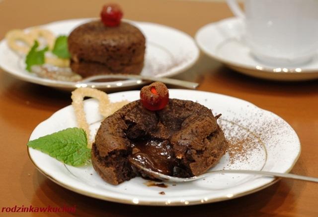 ciastko czekoladowa lawa_deser bez glutenu_deser na walentynki_ciastko z płynnym wnętrzem