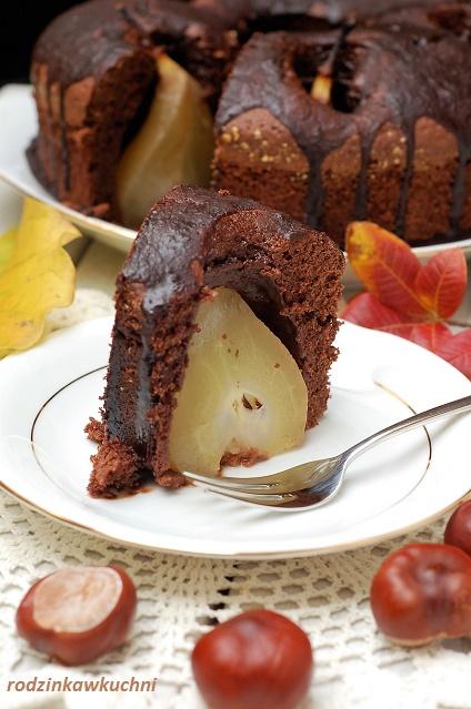 ciasto czekoladowe z całymi gruszkami_murzynek z owocami_koniakówka inaczej