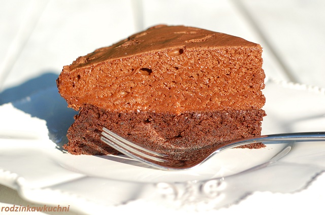ciasto czekoladowe z musem czekoladowym_ciasto bezglutenowe_ciasto z kemem_ciasto z pianką czekoladową