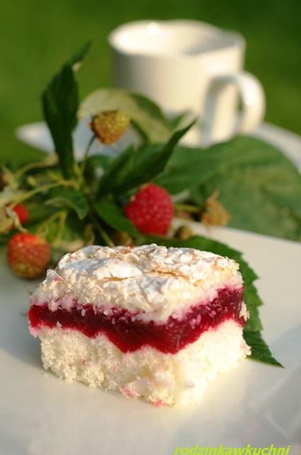 ciasto malinowo-kokosowe_krajanka biszkoptowa_ciasto z owocami_ciasto z galaretką_ciasto kokosowe