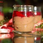 Kakaowy deser z chia i malinową galaretką