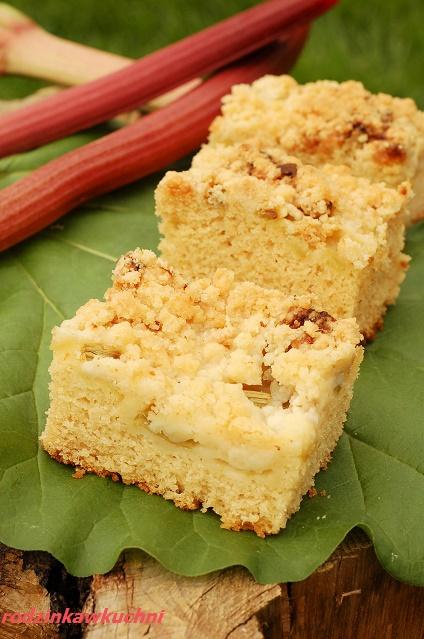 drożdżówka sypana z rabarbarem_drożdżówka Ewy Wachowicz_łatwe ciasto_ciasto drożdżowe