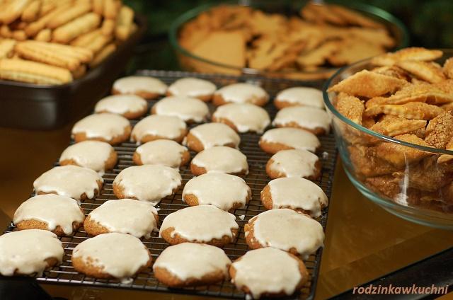 góra ciasteczek_ciasteczka na Boże Narodzenie_pierniczki_lebkuchen_maszynkowe_francuskie