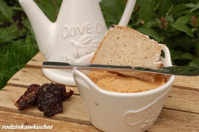 Hummus_pasta do chleba_dip_pasta z ciecierzycy_danie wegetariańskie