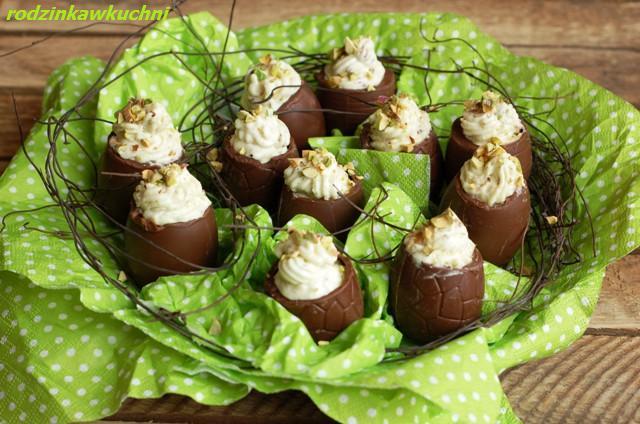 jajka czekoladowe faszerowane musem pistacjowym_deser_Wielkanoc_dania dla dzieci