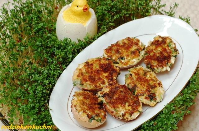 jajka faszerowane po polsku_jajka na ciepło_przystawki_jajka w skorupkach_dania na Wielkanoc