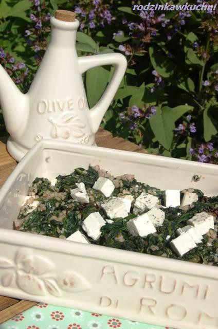 Kasza gryczana biała ze szpinakiem i fetą_kuchnia mazowiecka_dania z kaszą gryczaną_dania wegetariańskie