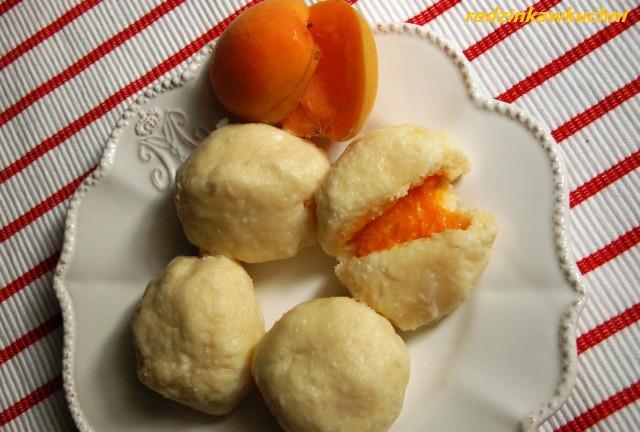 knedle serowo-ziemniaczane z morelami_knedle_dania z owocami_kuchnia CK_przepisy na lato