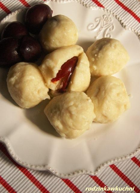 knedle serowo-ziemniaczane ze śliwkami_knedle_dania z owocami_kuchnia CK_przepisy na lato