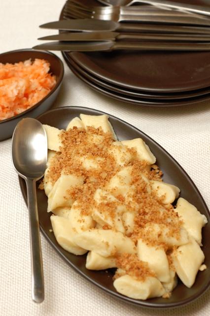 kopytka pomorskie_dania wegetariańskie_dania z ziemniaków_surówka z marchewki