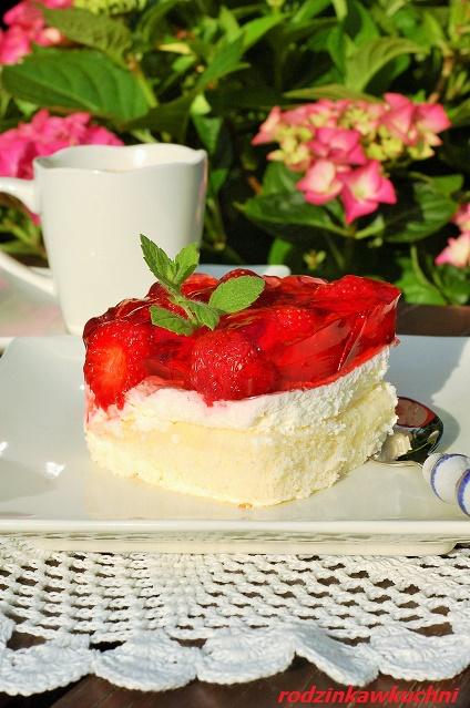 kostka truskawkowa_biszkopt z truskawkami i galaretką_biszkopt z kremem_ciasto na lato