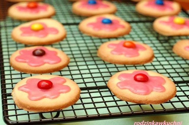 kruche ciasteczka waniliowe na Dzień Dziecka_kruche ciasto_drobne wypieki