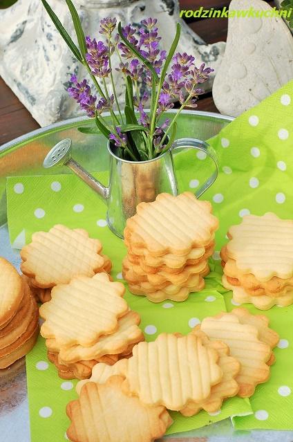 kruche ciastka z wanilią_drobne wypieki_kruche ciasteczka_ciasteczka na piknik_ciastka na Boże Narodzenie