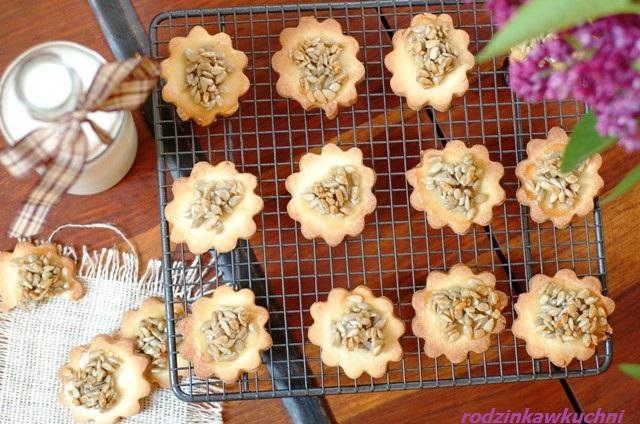 kruche ciasta z karmelizowanym słonecznikiem_ciastka z posypką_ciastka na piknik_kruche ciasteczka