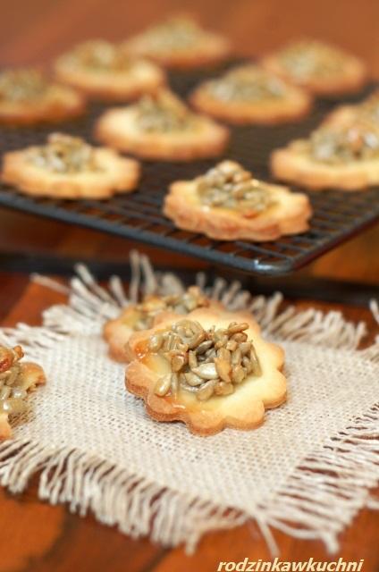 kruche ciasta z karmelizowanym słonecznikiem_ciastka z posypką_ciastka na piknik