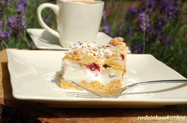 kruche ciasto z wiśniami i wanilową pianką_ciasto z owaocami_ciasto z budyniową pianką_ciasto na lato