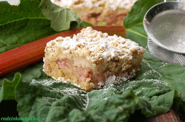 ciasto kruche z rabarbarem, budyniem i kruszonką_ciasto kruche bezglutenowe_warzywa w słodyczach_ciasto wiosenne