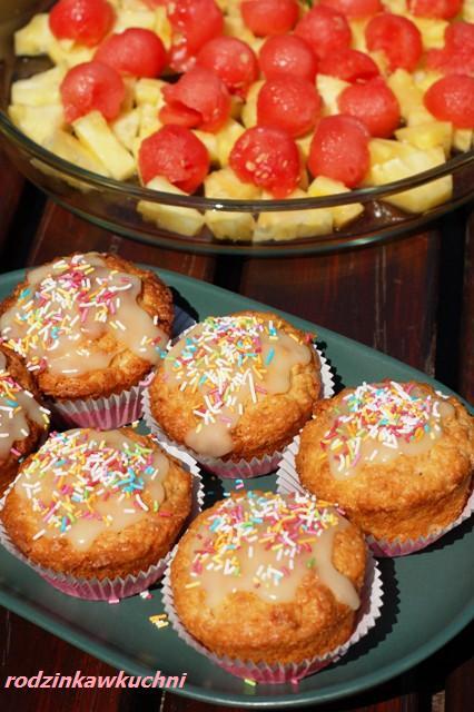 Księżniczki + sałatka żółto-czerwona_muffinki kokosowe_sałatka ananasowo-arbuzowa_dania na lato