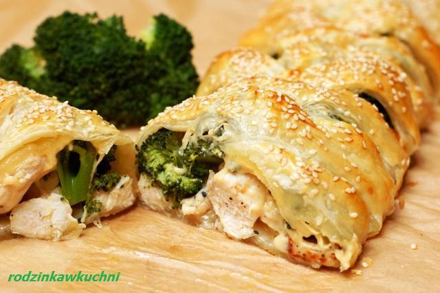 kurczak z brokułami zapleciony ciastem_mięso w cieście_dania na przyjęcia_dania z drobiu