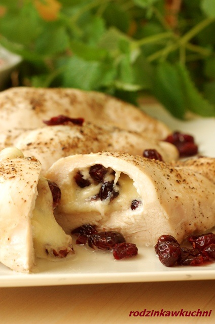Pierś kurczaka nadziewana żurawiną i mozzarellą_kurczak faszerowany_danie niskokaloryczne_danie dietetyczne_danie z drobiu_danie na Wielkanoc