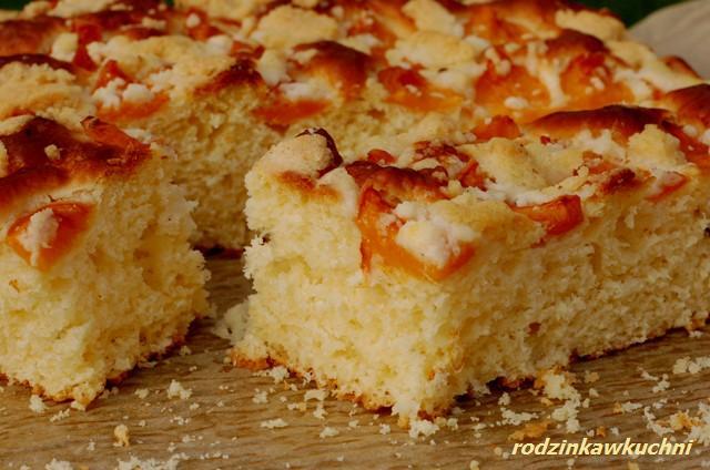Łatwa drożdżówka z owocami i kruszonką_ciasto drożdżowe_ciasto z owocami