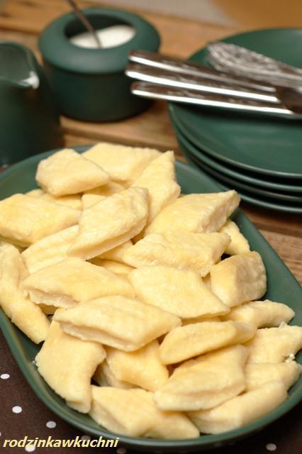 pierogi leniwe dla leniwych_pierogi gotowane_pierogi z serem_dania wegetariańskie_słodki obiad